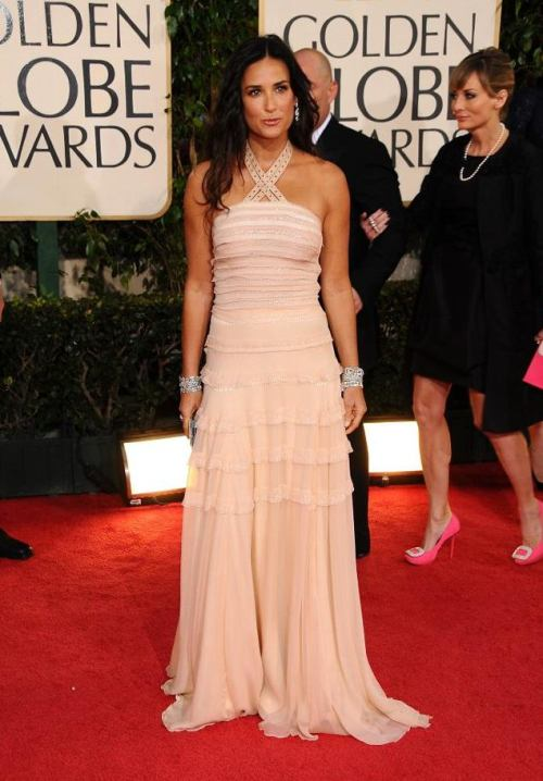 demi_moore_2009_golden_globe_awards_7.0.0.0x0.635x912